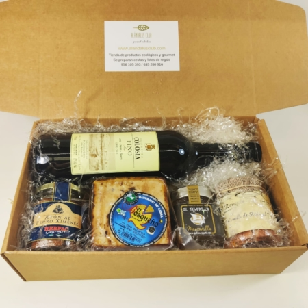 """Lote especial """"Para los amantes del Jerez"""" es ideal si estás buscando un regalo o cesta de empresa 100% gaditana, este es tu delicioso lote gastronómico con una buena representación de los productos gaditanos."""